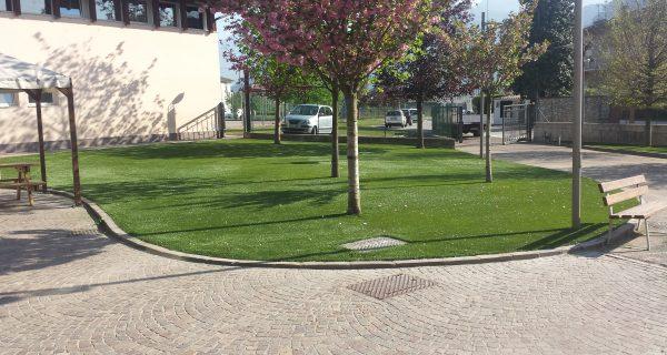 MARCO DI ROVERETO (TN) Pavimentazione area verde con erba artificiale