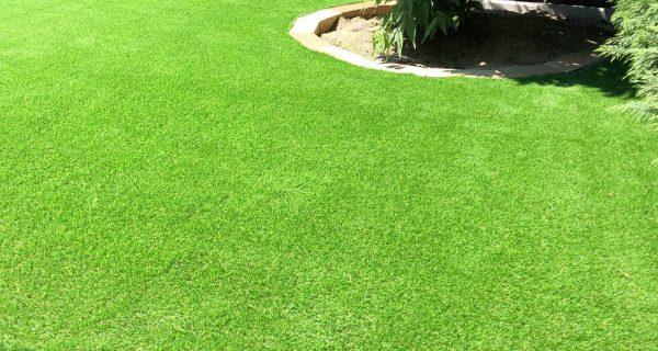Giardino privato erba sintetica P37