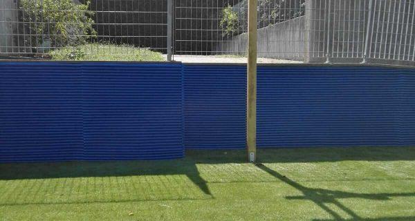 Bronzolo (BZ) Realizzazione di giardino in erba sintetica e protezione antinfortunistica presso scuola primaria