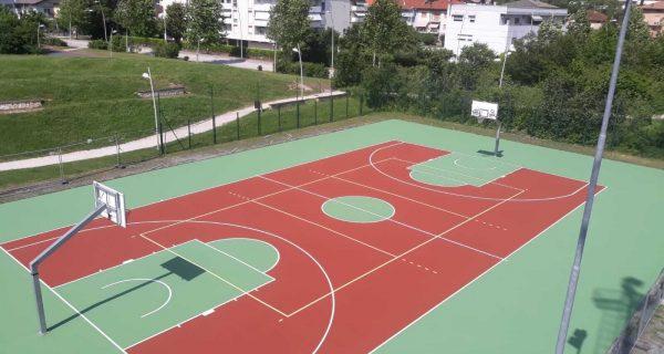 Melta Trento - Pavimentazione in resina acrilica su piastra polivalente presso il parco urbano