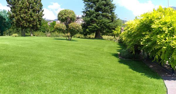 Giardino erba sintetica D50 in residenza privata